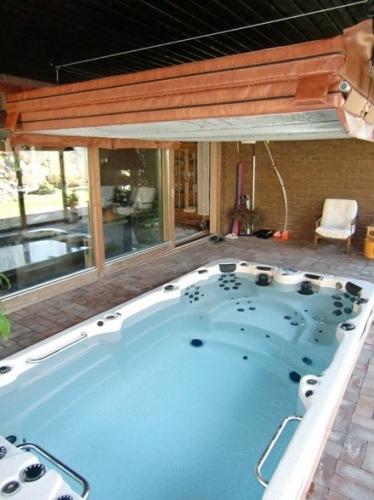 arctic-spas-hot-tub-swimspa-cover-system
